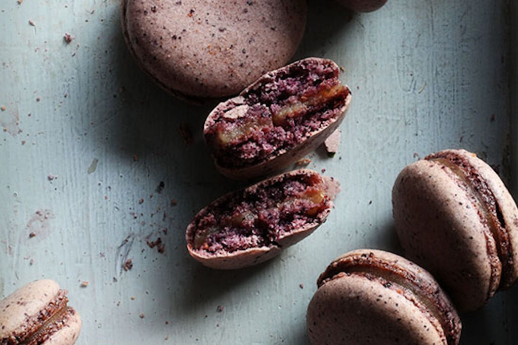Blueberry macaron with pear and earl grey tea